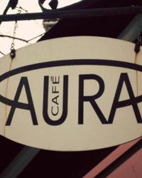 En Café Med Aura